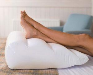La ritenzione idrica spesso si accompagna a dolore e pesantezza alle gambe