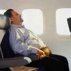Il rischio di trombosi in aereo è maggiore nei soggetti obesi spesie se seduti vicino al finestrinoo