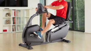 Un blando esercizio fisico a iuta a migliorare i crampi notturni alle gambe